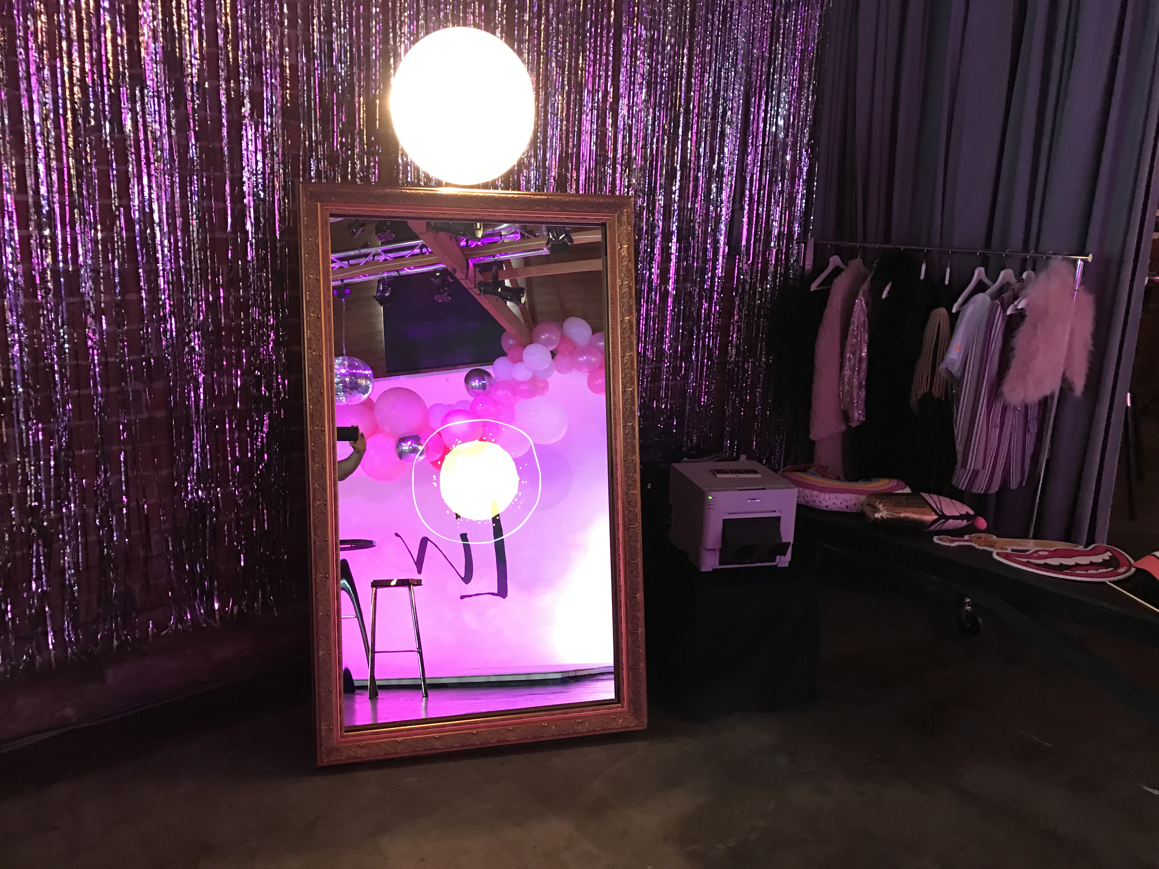 Mirror Me Booth - Rentertainment